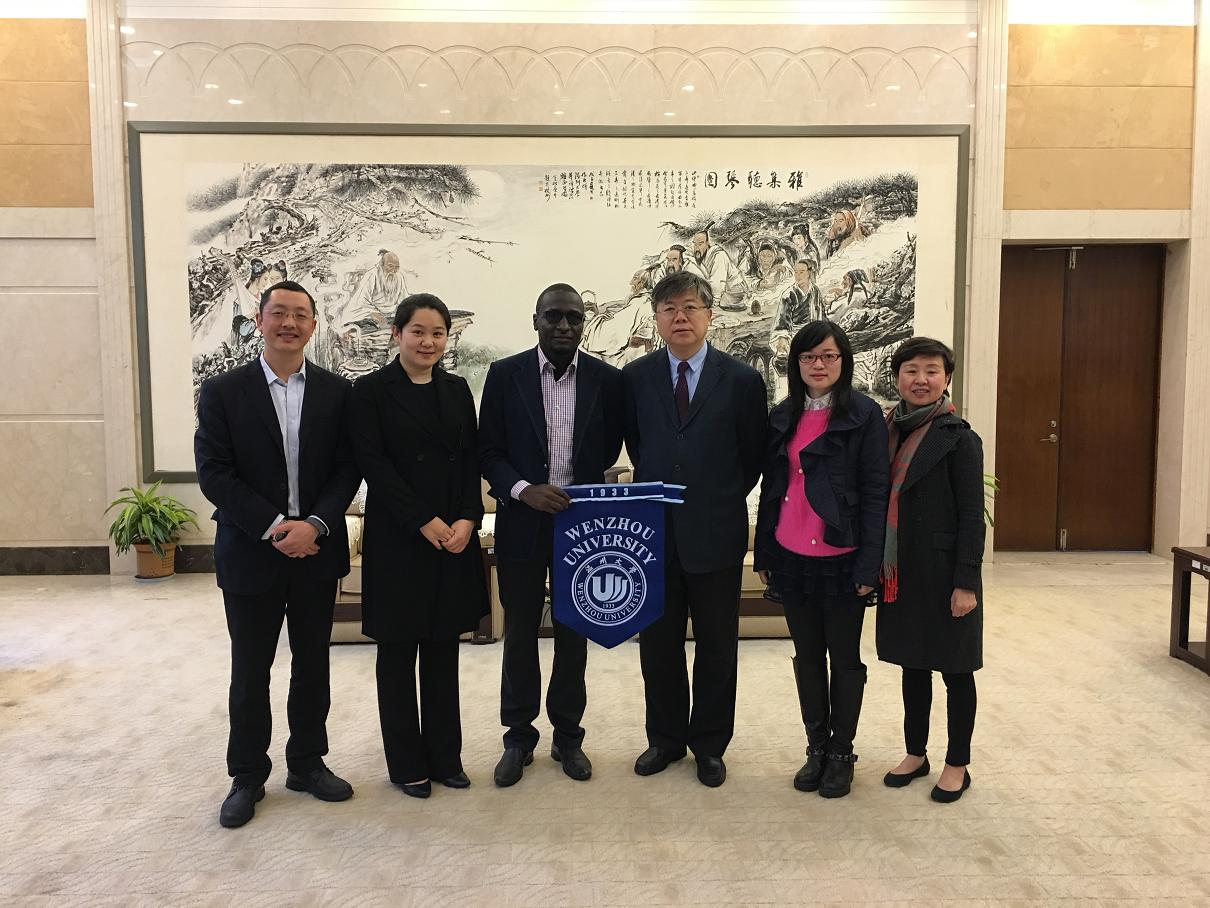 President Li Xiaokun showing our college to the government official from Zimbabwe and visiting students from Zimbabwe